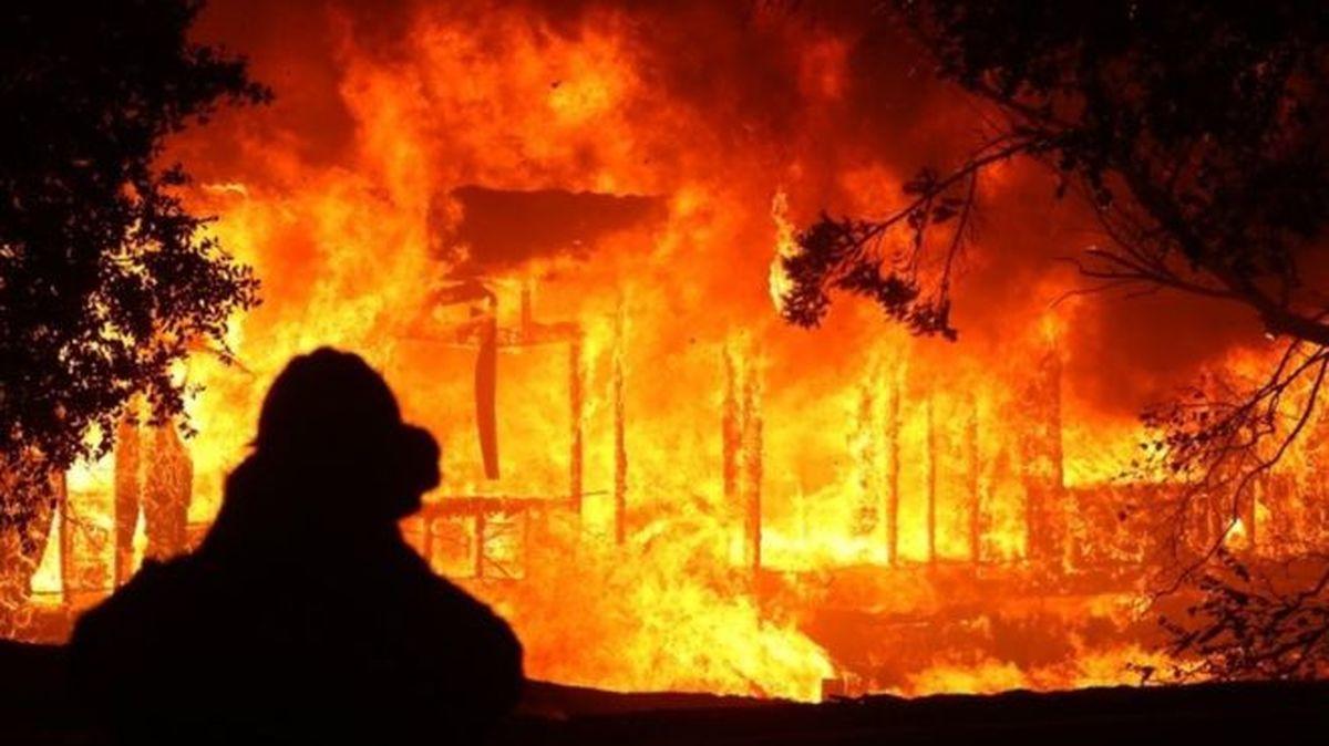 سامانه ۱۲۵  |  آتش سوزی گسترده در مشیریه تهران رخ داد