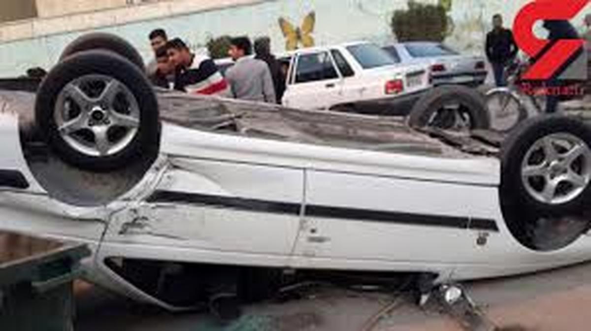 حادثه   |   بر اثر واژگونی ۲ دستگاه خودرو  ۱۱ نفر زخمی شدند.