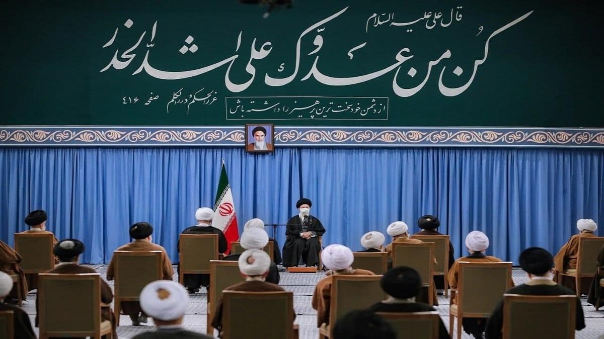حدیث نصب شده بر کتیبه حسینیه امام خمینی (ره) +عکس