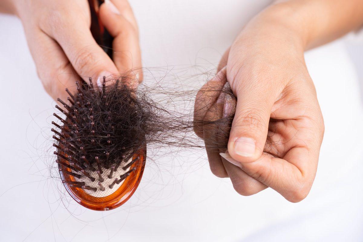 کرونا باعث ریزش مو میشود   موهای از دست رفته دوباره درمیآیند؟