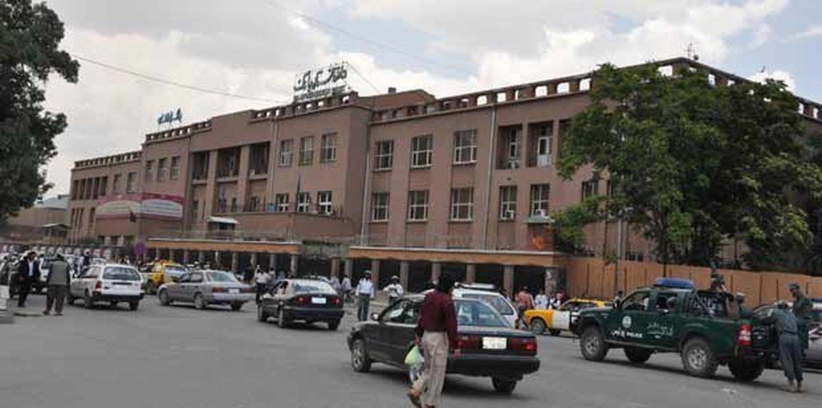 دستور بانک مرکزی افغانستان برای ادامه فعالیت بانکها و محدود شدن برداشت پول