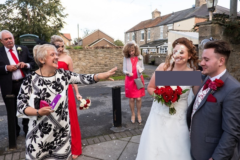 عکس های جالب و دیدنی عکاس انگلیسی از لحظات طنزآمیز عروسی ها