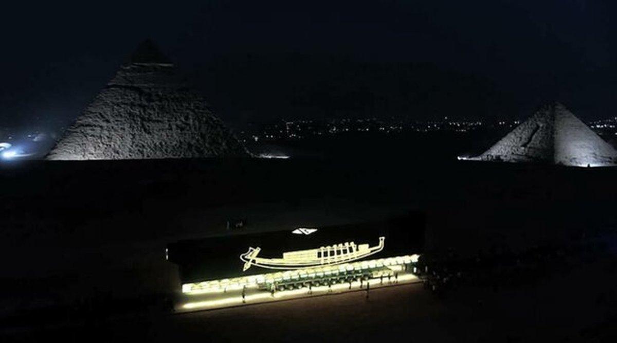 انتقال قایق ۴۶۰۰ ساله فرعون از کنار اهرام مصر به موزه