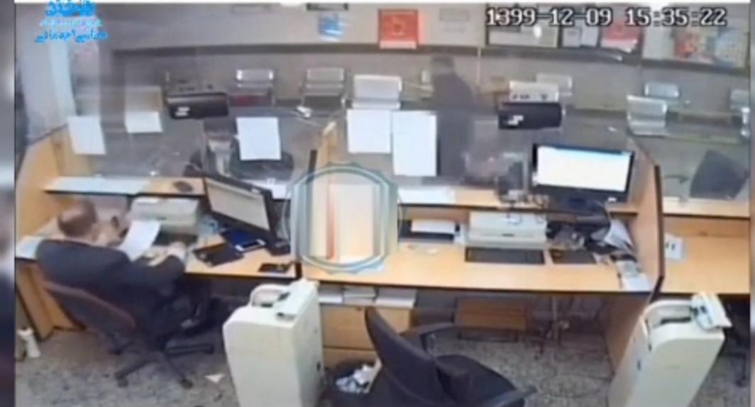 یک سرقت  عجیب در بانک ملی قم + ویدئو