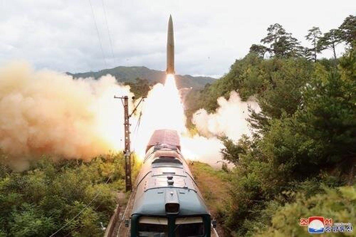 شلیک موشک کرهشمالی از روی قطار