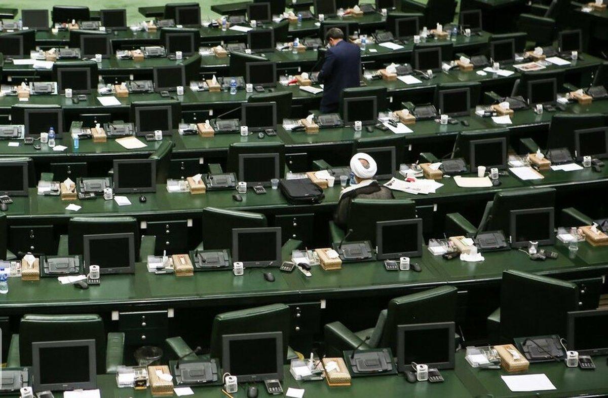 روزنامه همشهری: جمعی از نمایندگان مجلس برای نامزدی رئیسی در انتخابات ۱۴۰۰ امضا جمع کردند