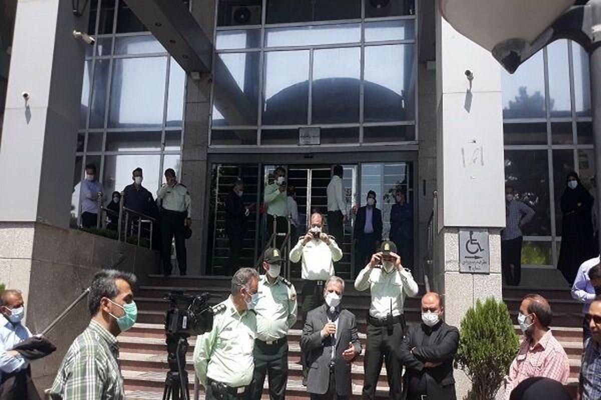 کارکنان دانشگاه ها مقابل وزارت علوم تجمع کردند+ عکس