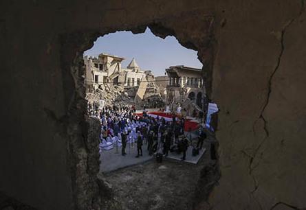 عکس های جالب از پاپ در ویرانههای موصل| پاپ فرانسیس در موصل چه کار می کند؟