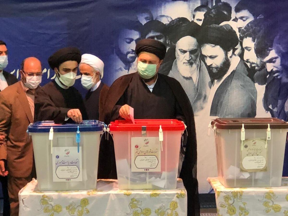 حجتالاسلام «سیدحسن خمینی» رای خود را در حسینیه جماران به صندوق انداخت