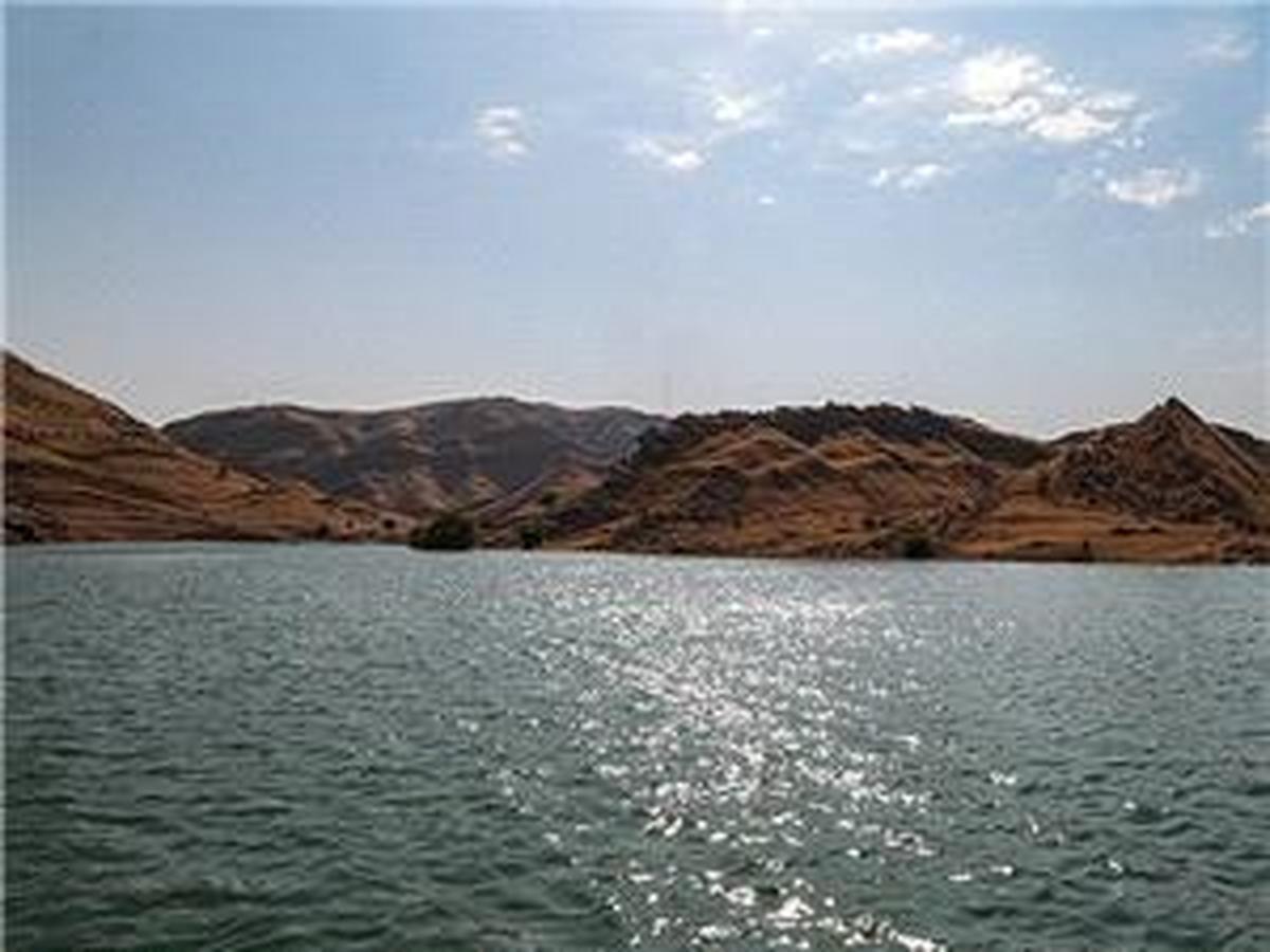پدیدار شدن یک روستا با کاهش سطح آب دریاچه سد دهوک