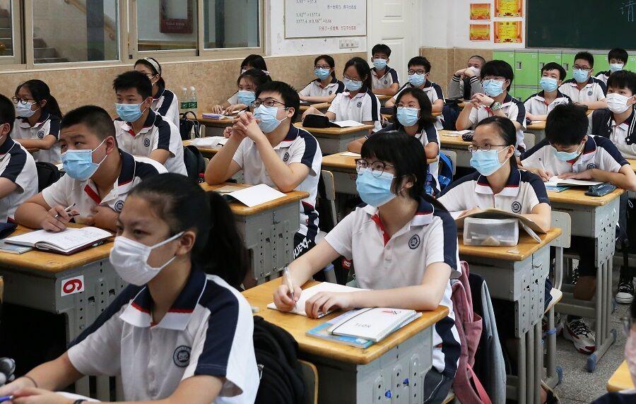 چین  |  بازگشت دانشآموزان شهر ووهان به مدرسه