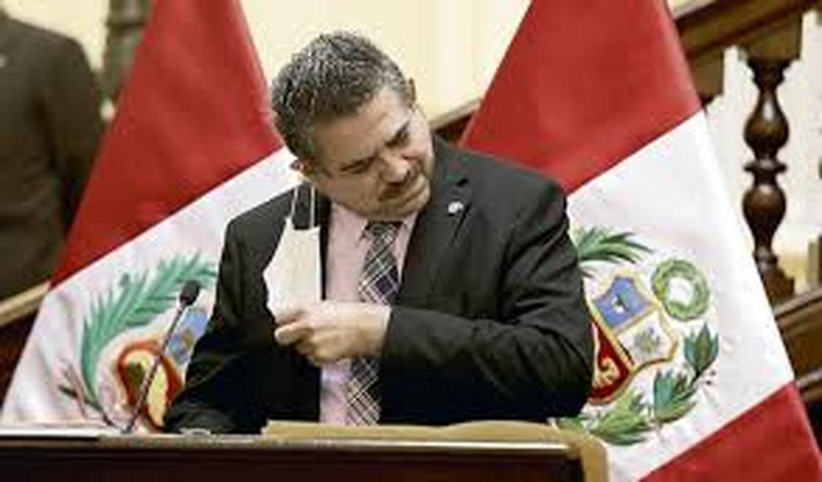 مانوئل مرینو  |  رییس جمهوری پرو همزمان با اعتراض های گسترده استعفا داد