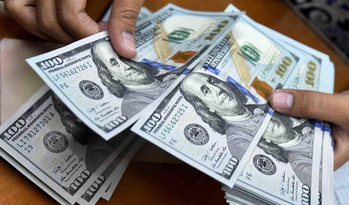 کاهش ارزش دلار ادامه دارد
