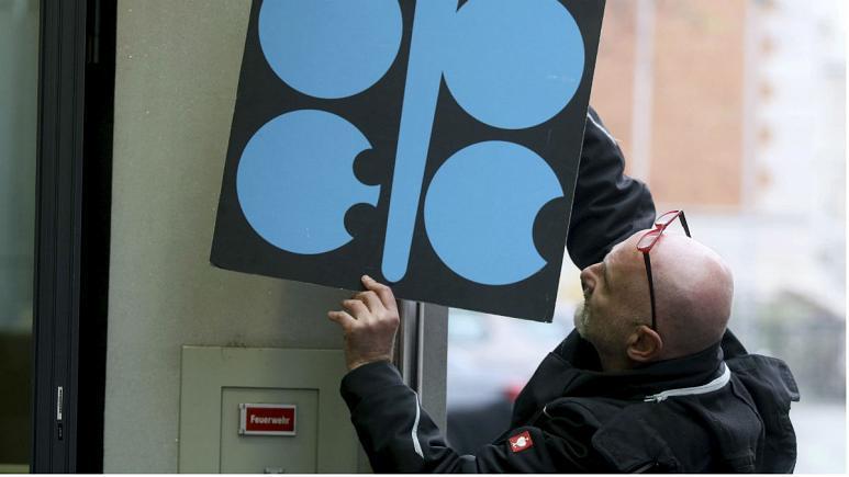 سایه ابهام بر نشست اوپک پلاس  |   اختلاف عربستان و روسیه نفت را ارزان کرد
