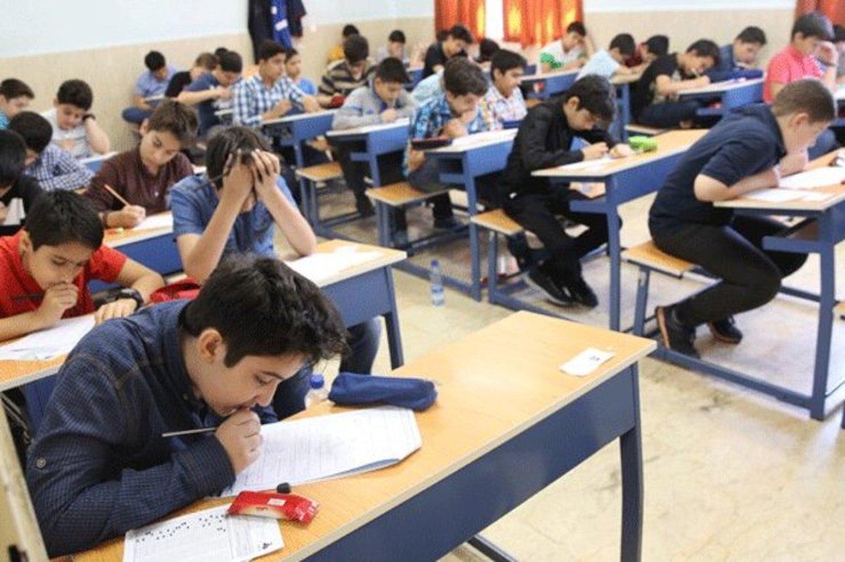 آموزش و پرورش: امتحانات پایه نهم باید حضوری برگزار بشود