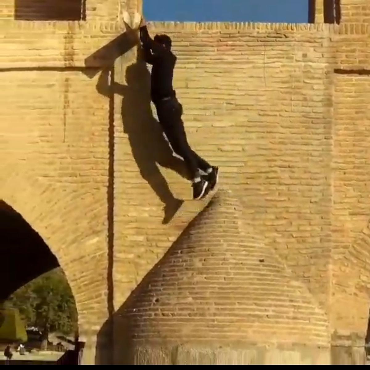پارکورها از تاریخ صفوی سی وسه پل هم بالا رفتند. + ویدئو