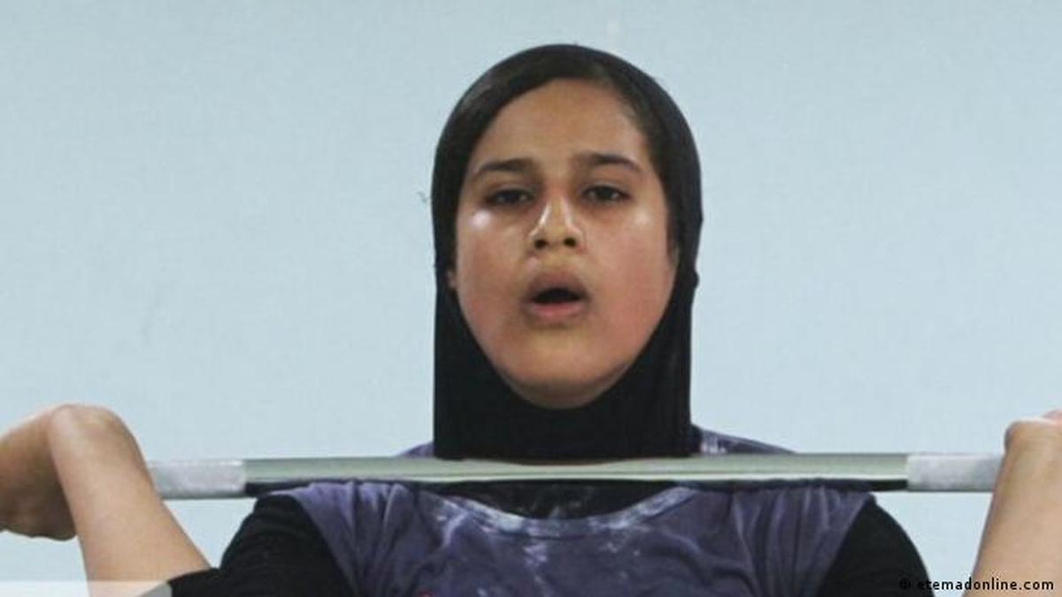 مهمان رامبد جوان در «خندوانه» |  قهرمان ۱۶ساله وزنهبرداری ایران