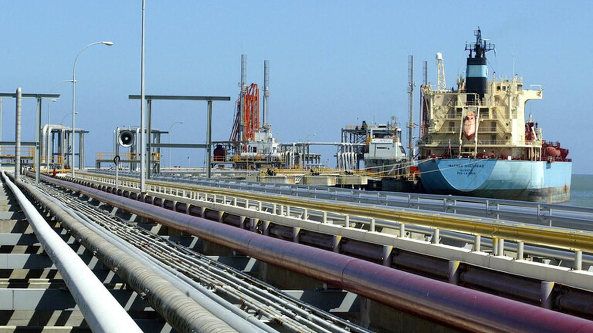 رویترز: ونزوئلا در قبال بنزین، سوخت هواپیما به ایران میدهد
