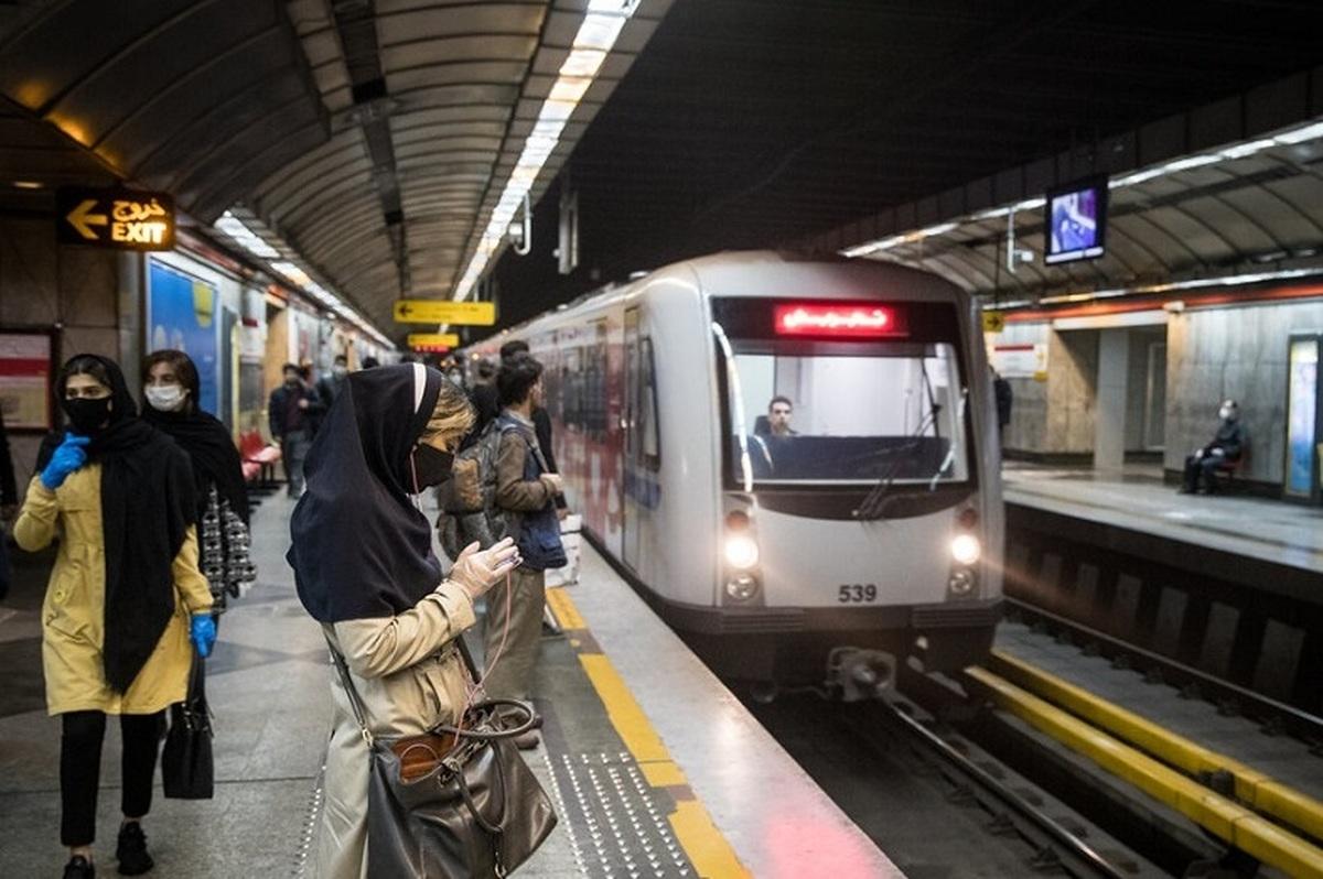 عکس وحشت انگیز از وضعیت متروی تهران بعد از ساعت ۱۸