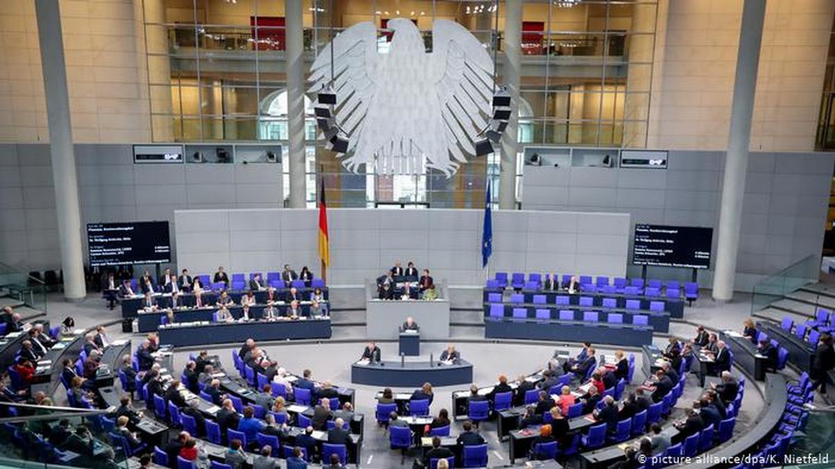 درآمد نمایندگان پارلمان آلمان چقدر است؟
