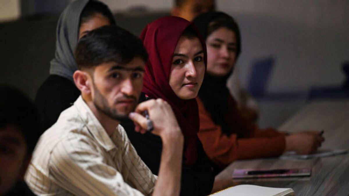 طالبان: زنان به شرط رعایت حجاب و پوشش مشروع می توانند در دانشگاه تحصیل کنند