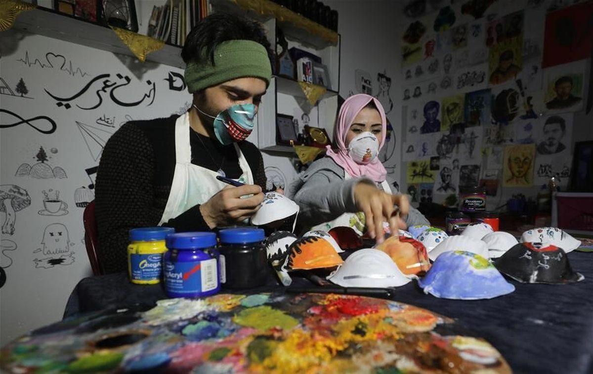 جوانان هنرمند فلسطینی مردم غزه را برای استفاده از ماسک تشویق می کنند