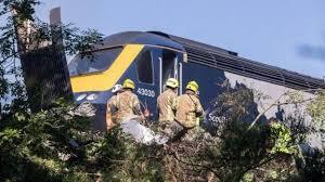 خروج قطار از ریل در انگلیس 3 کشته برجای گذاشت