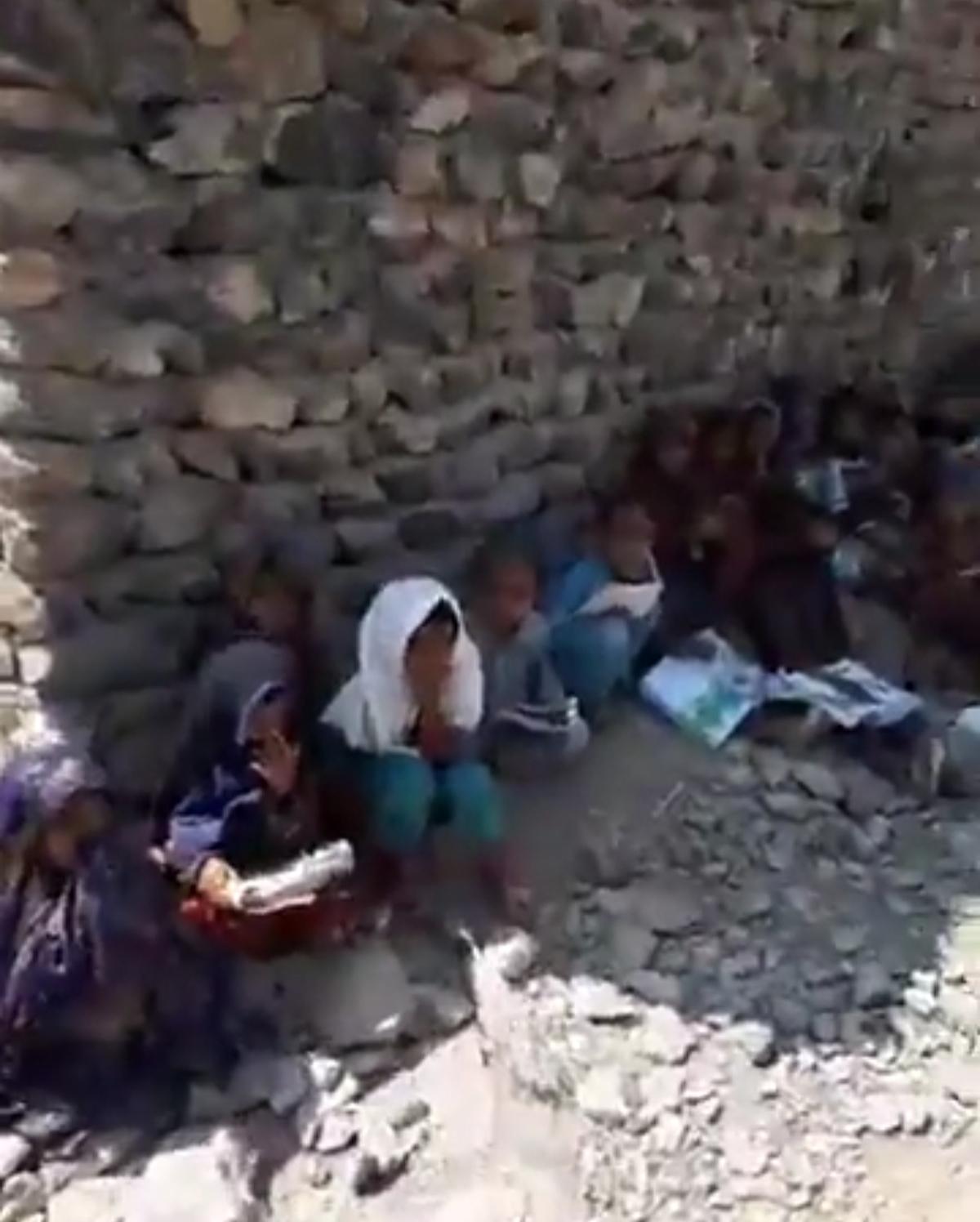 کلاس درسی  زیر آسمون خدا در سیستان وبلوچستان + ویدئو