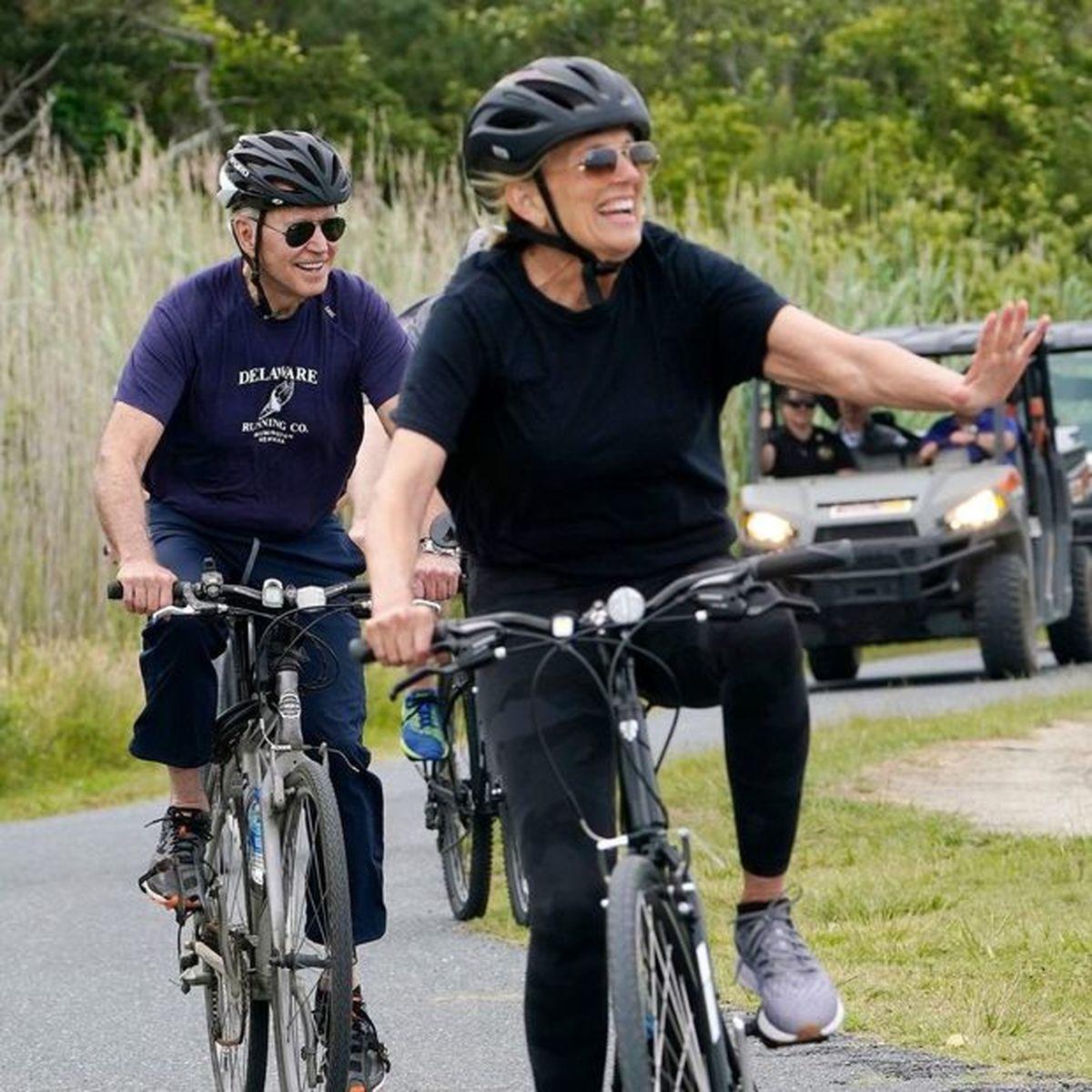 دوچرخهسواری آقای رئیس جمهور و همسرش!+ تصاویر