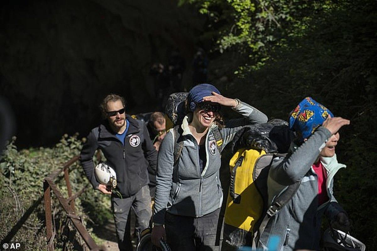پایان ماجراجویی گروهی داوطلب بعد از ۴۰ شبانه روز زندگی در غار زیرزمینی در فرانسه