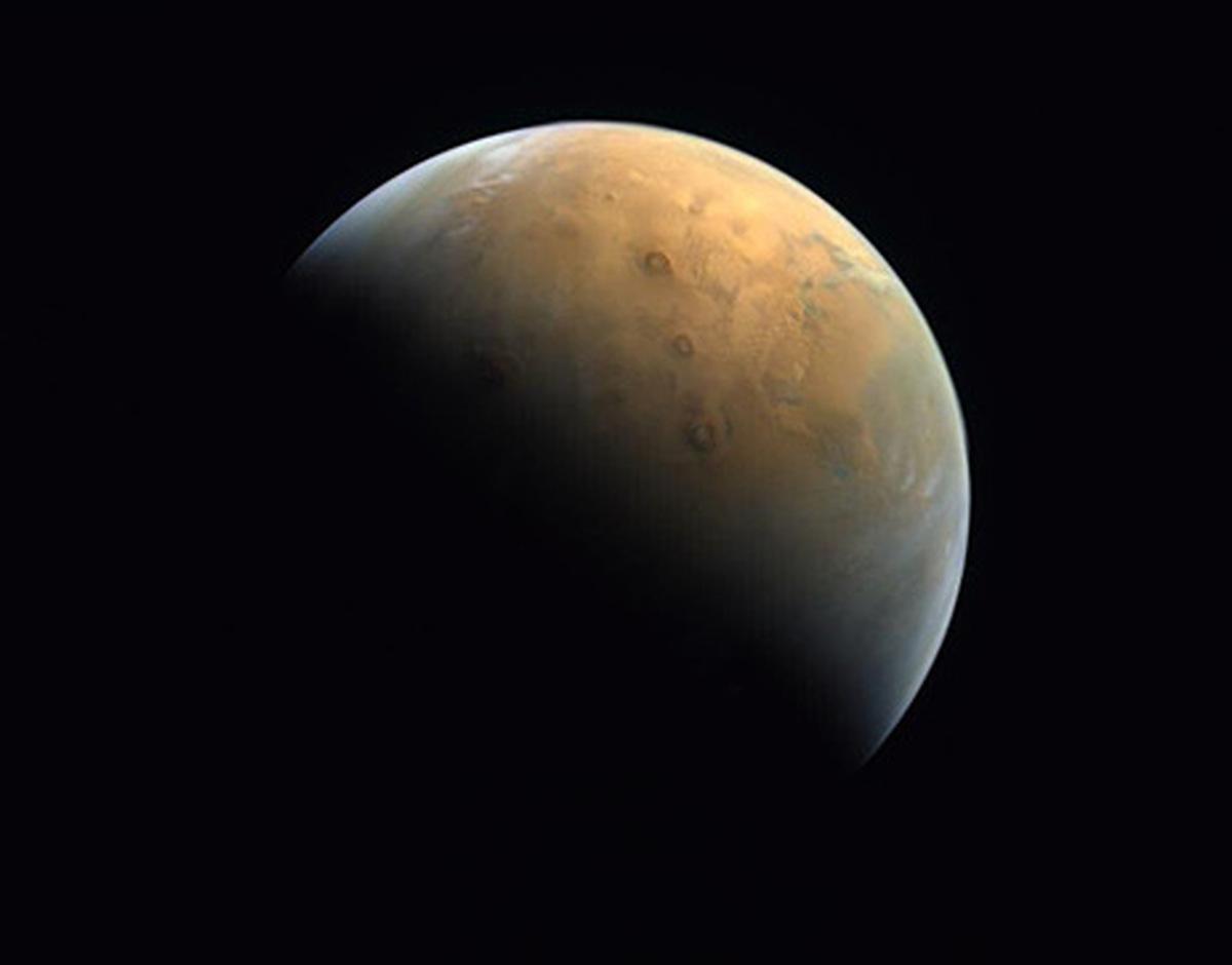 مریخ به روایت ماهواره اماراتی+ عکس| نخستین عکس ماهواره امید امارات از مریخ