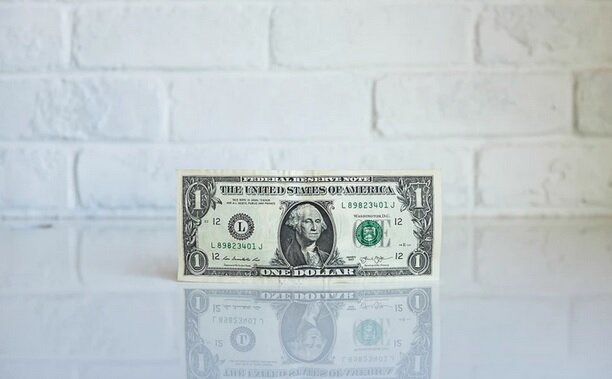 عقب نشینی جهانی دلار
