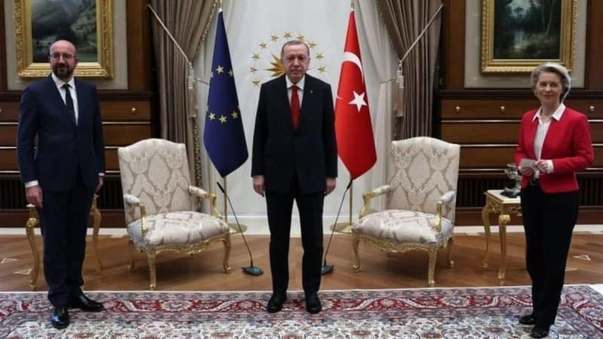 رئیس کمیسیون اروپا:  چون زن بودم در سفرم به ترکیه، برایم صندلی نگذاشتند