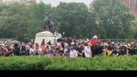 تلاش تظاهرکنندگانن برای سرنگون کردن مجسمه اندرو جکسون + ویدئو