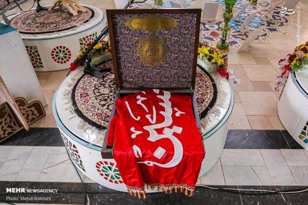 """پرچم سرخ """"یالثارات الحسین(ع)"""" بر فراز مسجد جمکران"""