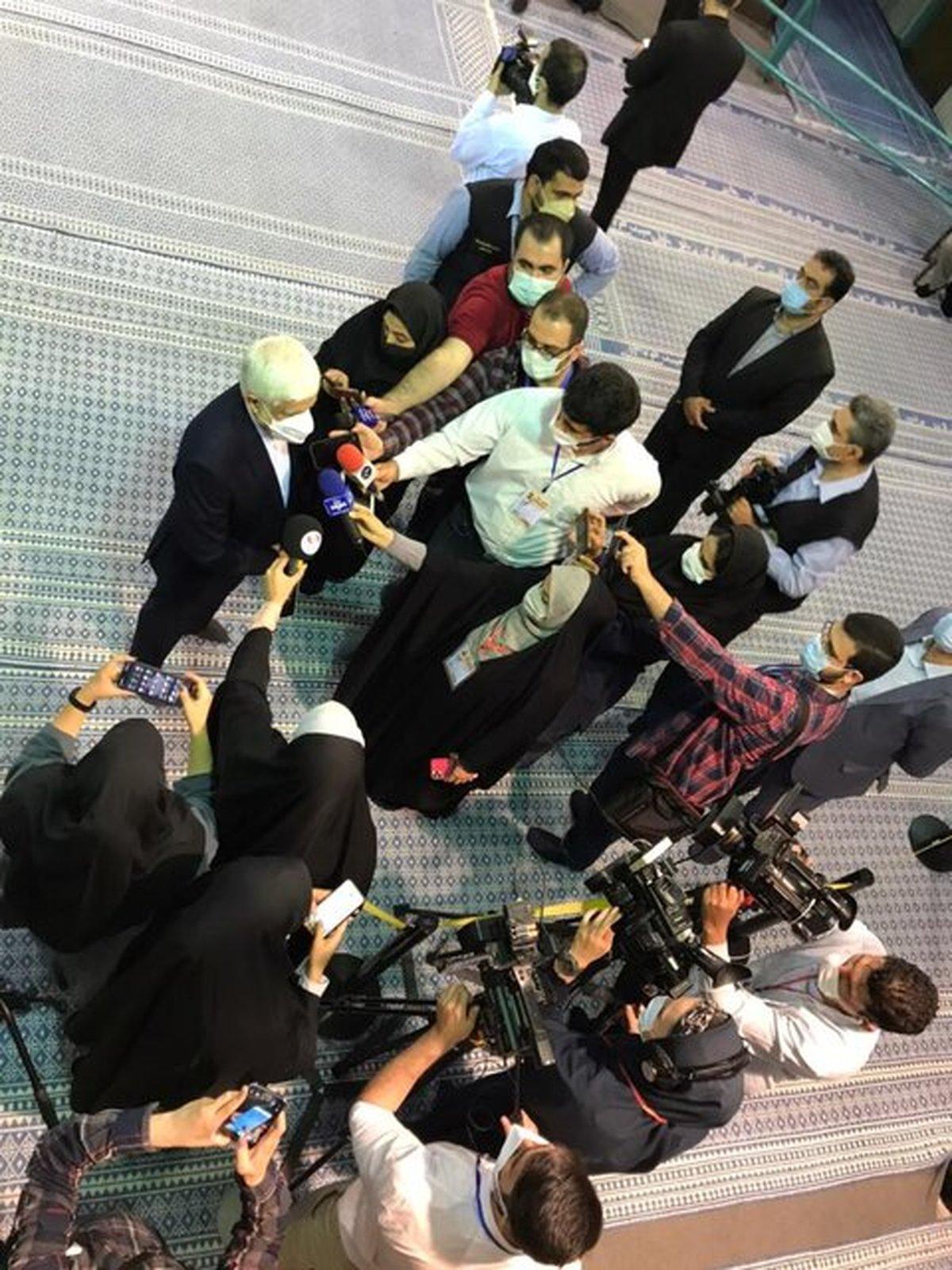 عارف: مردم علیرغم گلایه ها، حضورشان را نشان دهند