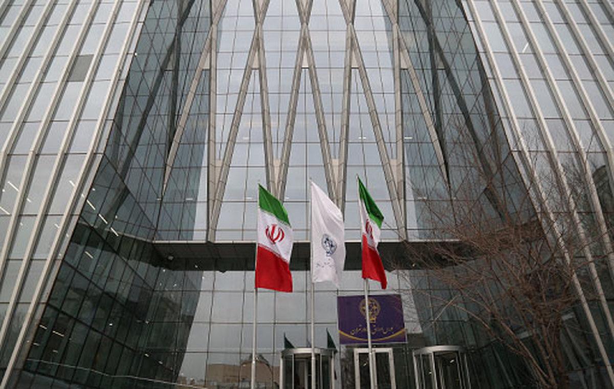 بورس تهران قرمز شد     ادامه روند خروج پول حقیقی در بازار