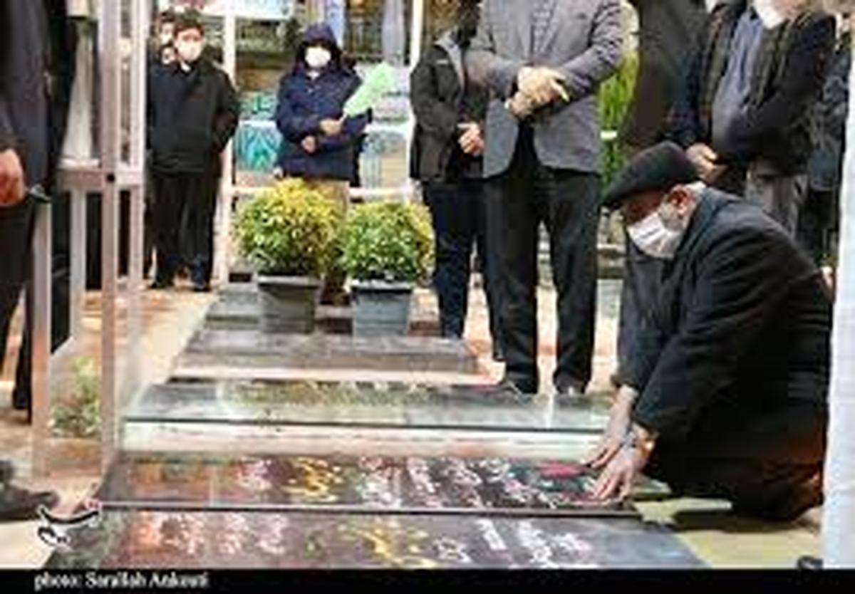 سردار قاآنی در جوار مزار شهید سلیمانی | انتقام خون حاج قاسم را میگیریم