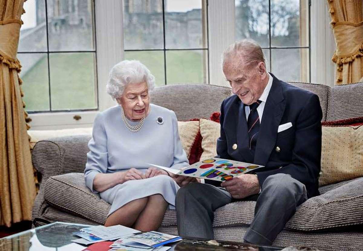 ملکه بریتانیا  |   هفتادوسومین سالگرد ازدواج در قرنطینه خانگی(+عکس)