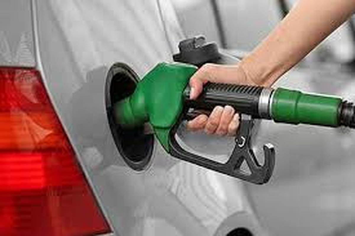بنزین یارانهای |  ۱۰۰ خودروبه نام هفت نفردر کشور