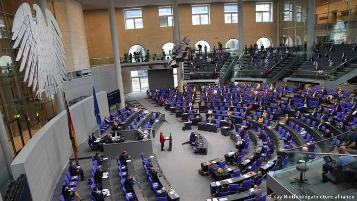 حقوق نمایندگان پارلمان آلمان چقدر است؟