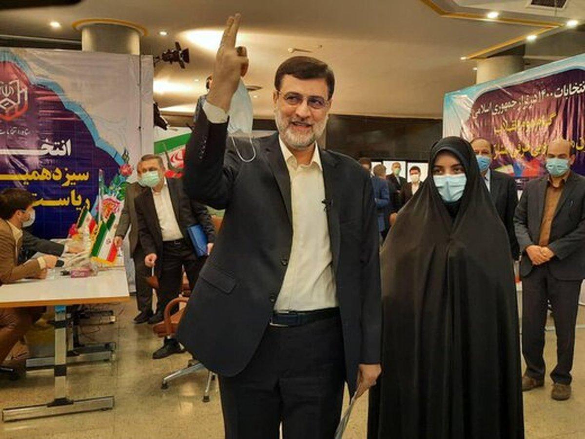 حضور قاضی زاده هاشمی با دختر 20 ساله اش در وزارت کشور