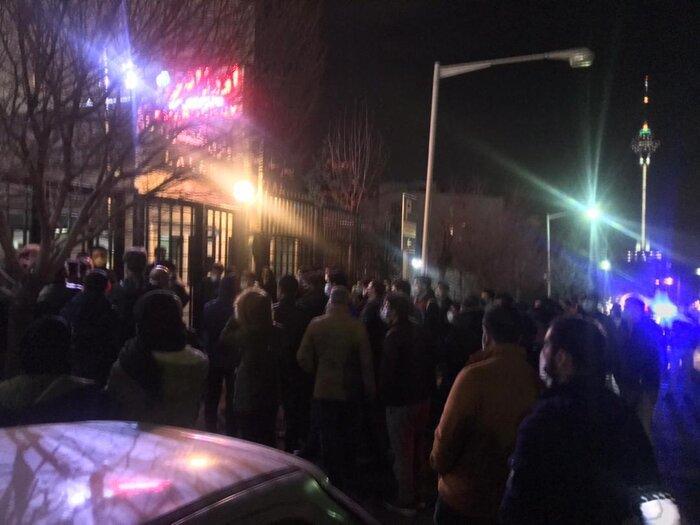تجمع هواداران میناوند مقابل بیمارستان