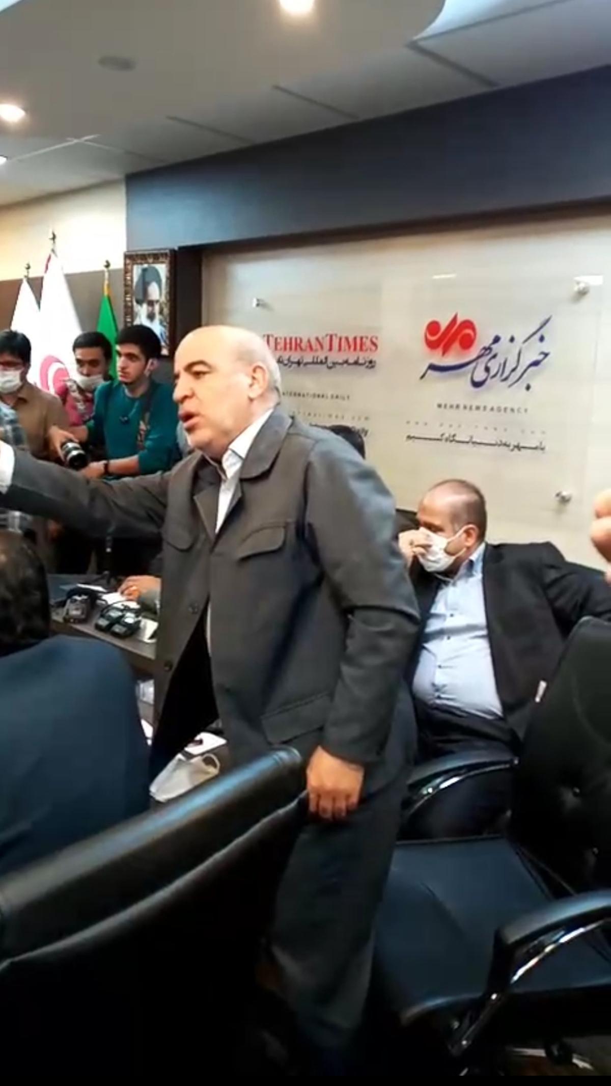 درگیری در جلسه رسانه ای بررسی اعتبار نامه تاجگردون که در خبرگزاری مهر انجام میشد + ویدئو
