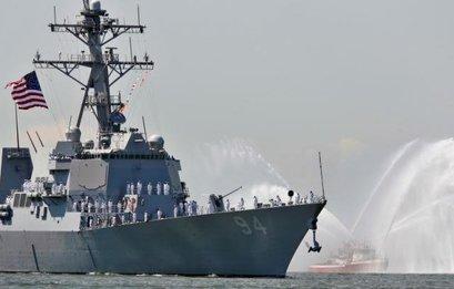 قایقهای تندرو ایران به ناوشکن آمریکایی نزدیک شدند