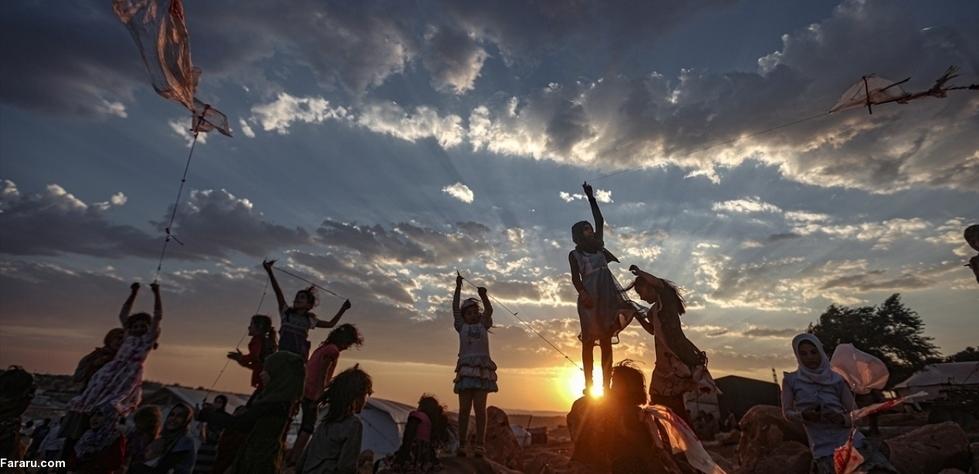 کودکان سوری در سایه آتش بس بادباکهای را به آسمان فرستادند+عکس