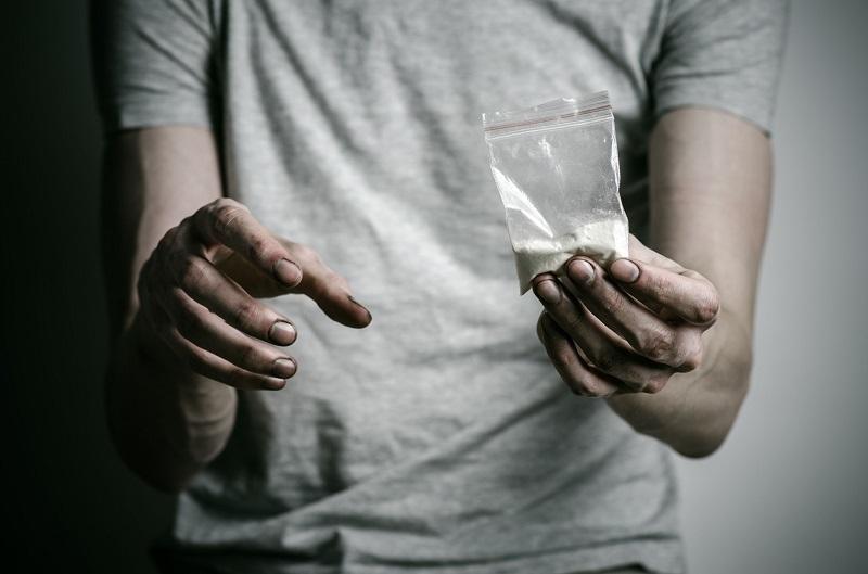 ۱۸ تا ۲۵ سالگی، اوج مصرف مواد در جوانان