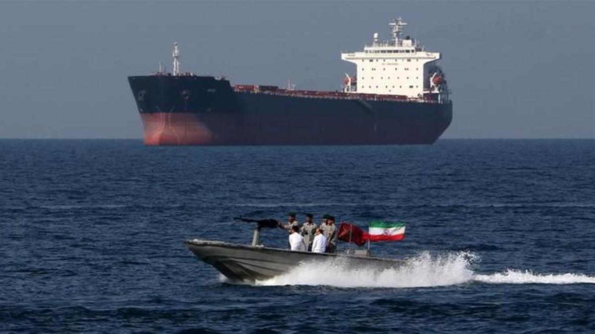 قاچاق  |  یک نفتکش با پرچم پاناما حامل سوخت در خلیج فارس توقیف شد