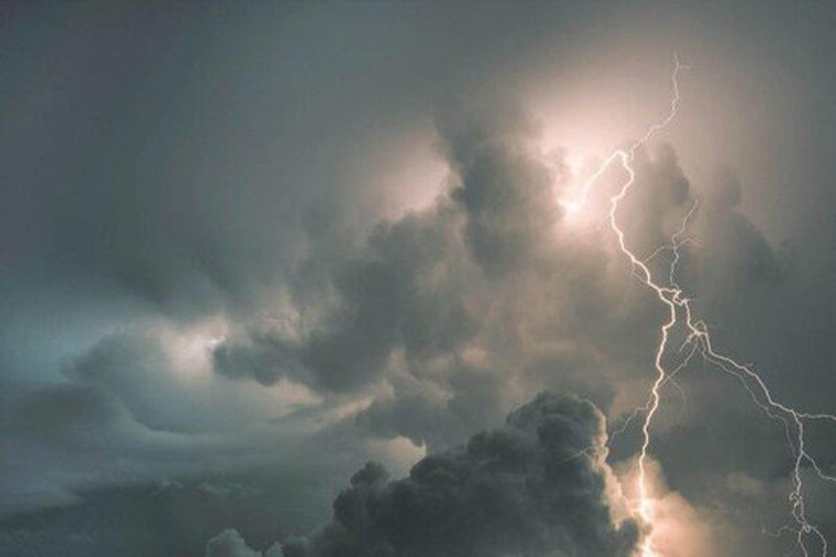 باران و رعد و برق در بیش از ۱۰ استان کشور