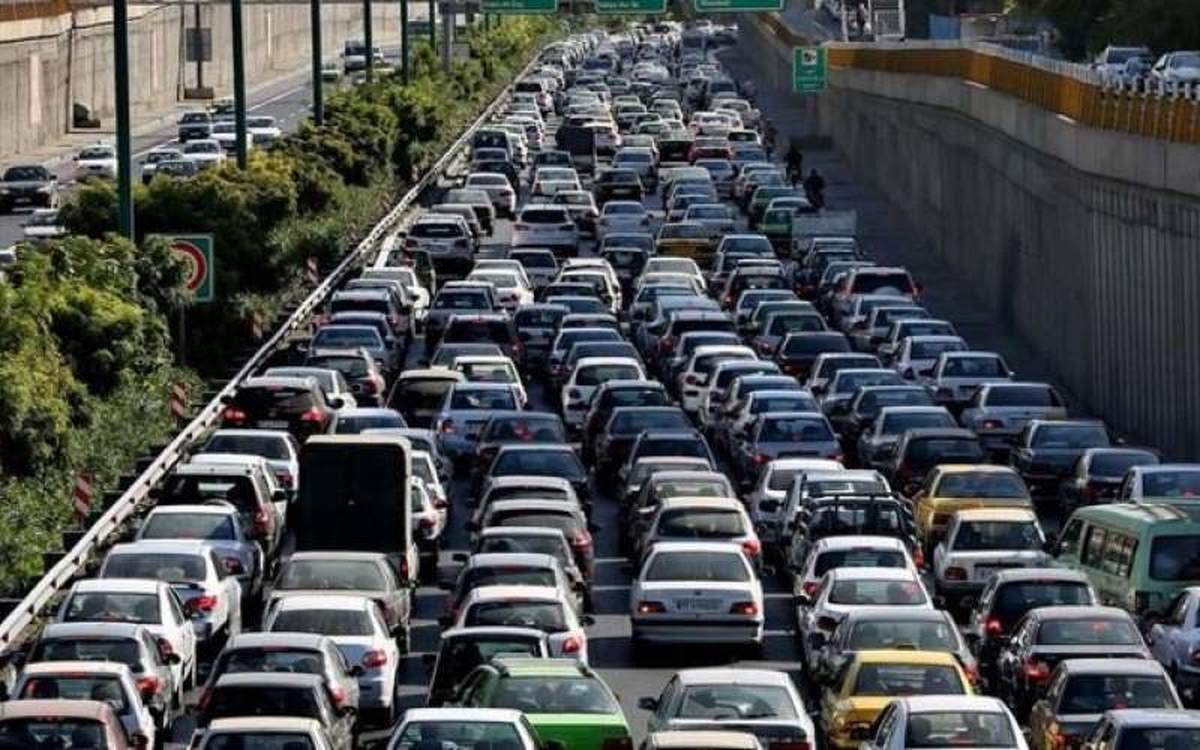در آزادراه کرج - قزوین ترافیک سنگین است